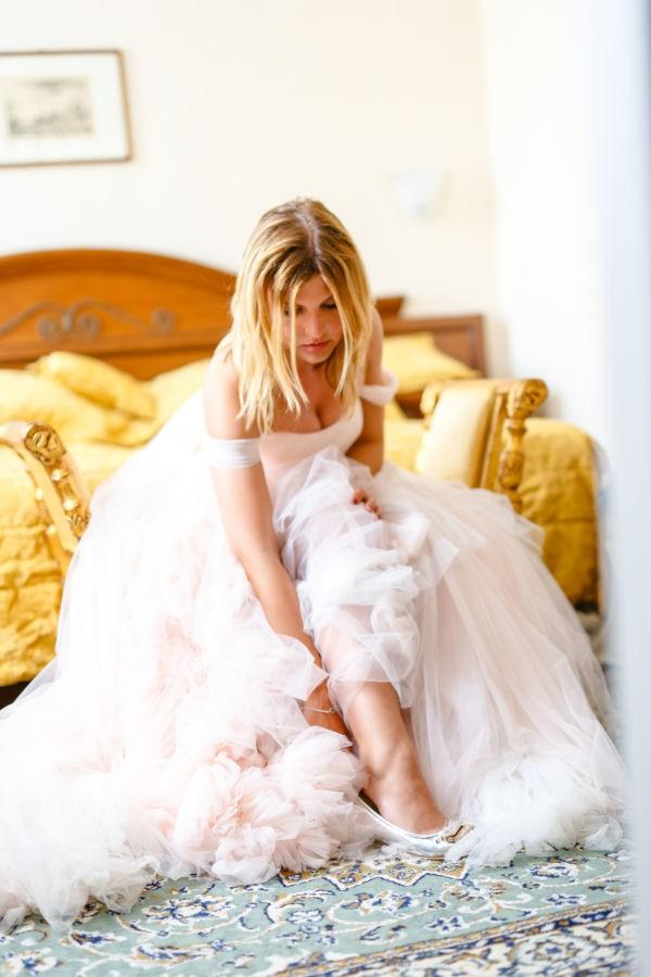 Brautshooting in Venedig in einem Traumkleid aus rosa und champagnerfarbenen Tüll