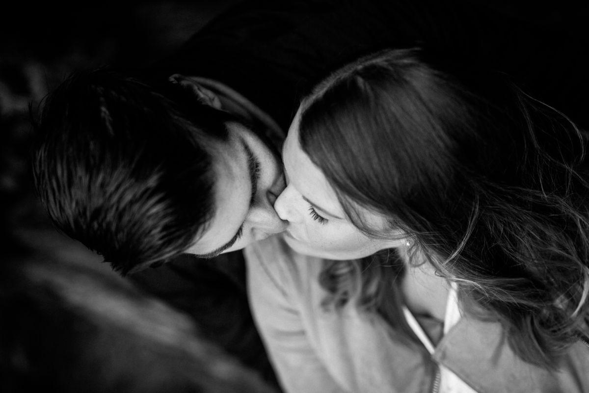 ROCKSTEIN fotografie legt viel Wert auf authentische und persönliche Biilder. Daher sind Posen beim Paarshooting nie gestellt.