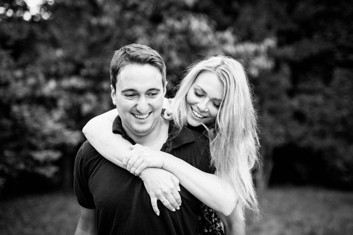 Als Hochzeitsfotograf Wuppertal machen wir mit unseren Brautpaaren Paarfotos zur Verlobung