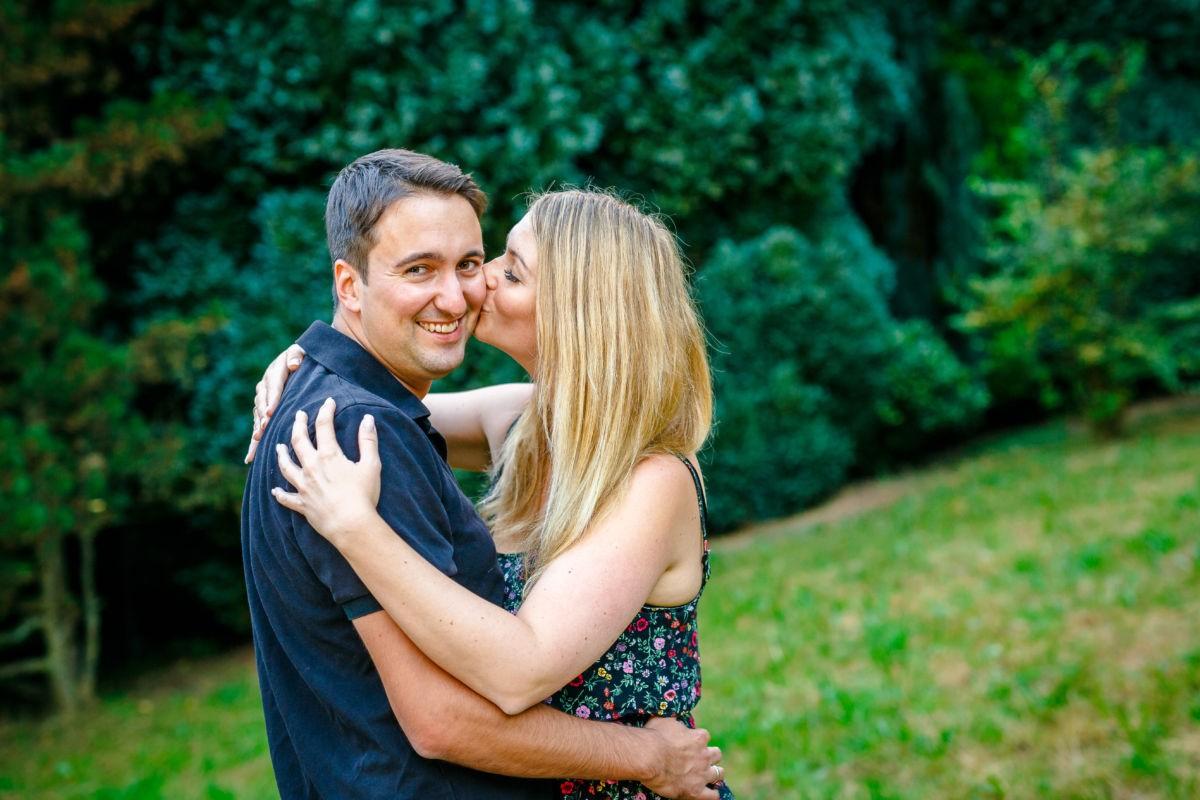 Bei einem Engagementshooting entstehen schöne Paarfotos