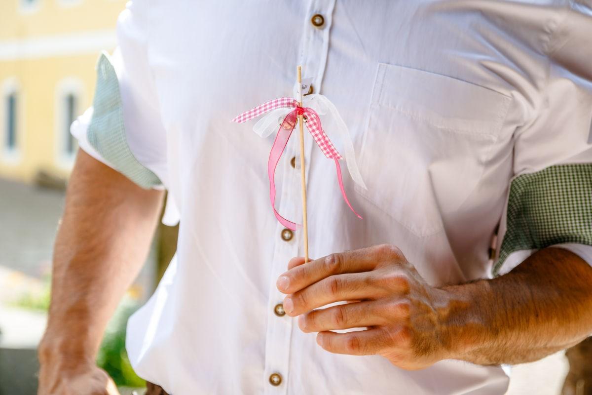 Selbstgebastelte Wedding Bells oder Hochzeitsglockn
