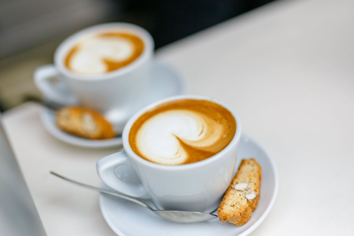 Kaffee aus dem mobilen Kaffee-Bus von Apecini