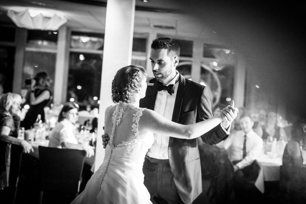 Auch der Hochzeitstanz ist Teil der Hochzeit und verdient es, professionell fotografiert zu werden