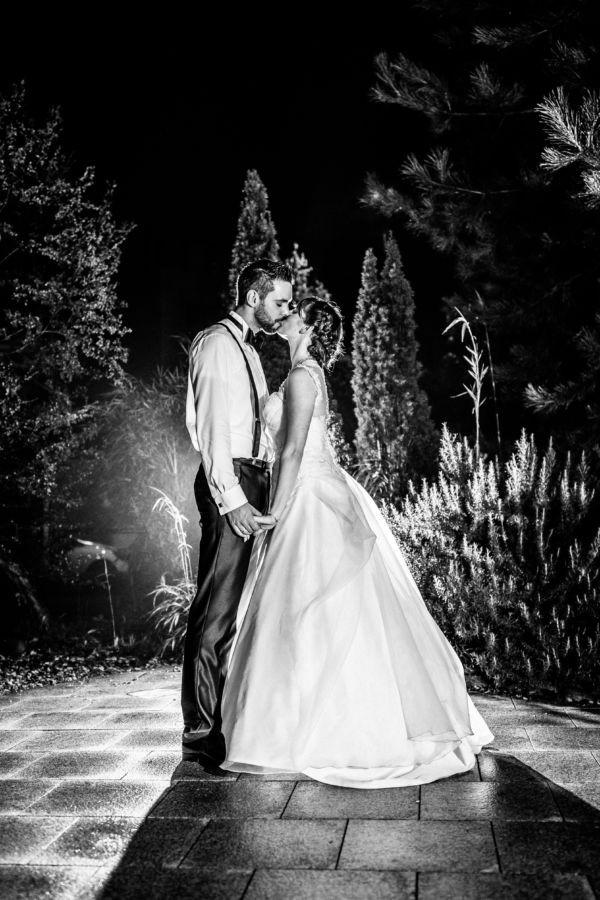 Wenn es dunkel geworden ist nehmen wir das Brautpaar gerne nochmal mit hinaus und schießen besondere Bilder bei Nacht