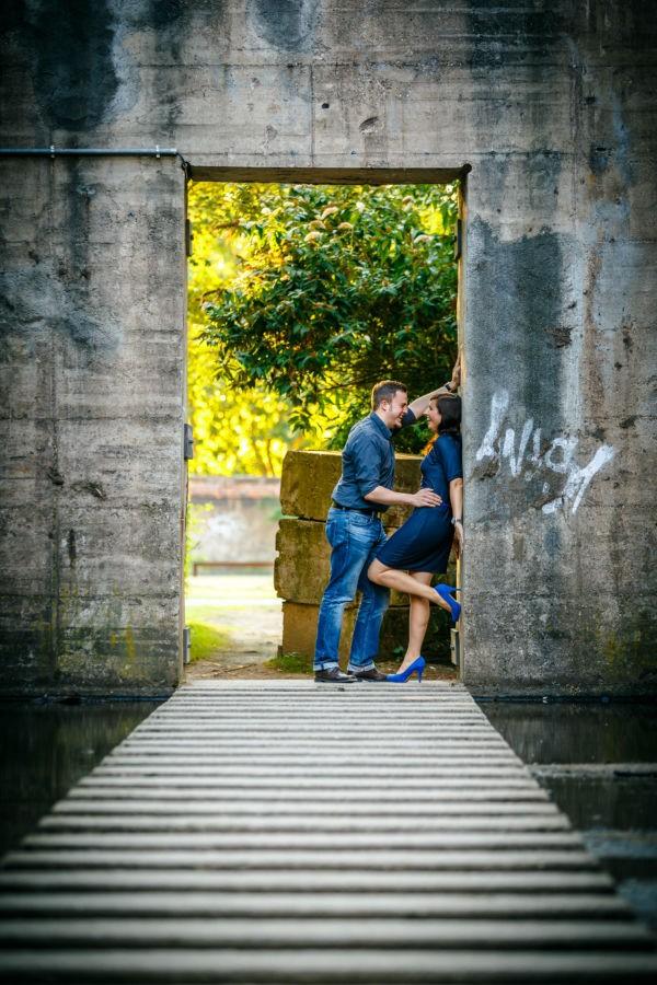 Engagementshooting im Ruhrgebiet mit einem Brautpaar, hier haben die beiden jede Menge Spaß im Landschaftspark Duisburg Nord