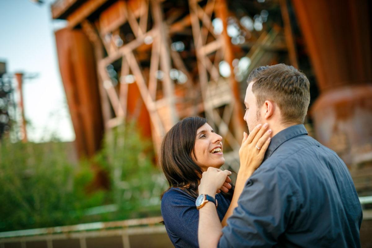 Bei diesem Engagementshooting entstanden viele schöne Paarfotos, die auch für die Einladung zur Hochzeit verwendet werden können