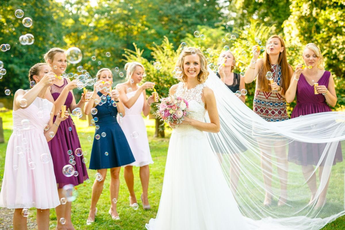 Die Braut und ihre liebsten Trauzeuginnen