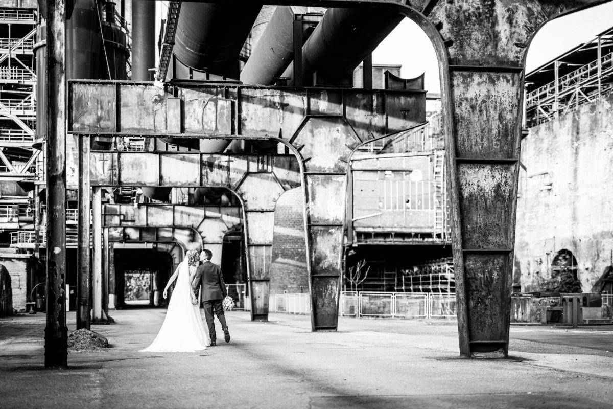Im Ruhrgebiet entstehen wundervolle Hochzeitsbilder vor gigantischer Industriekulisse