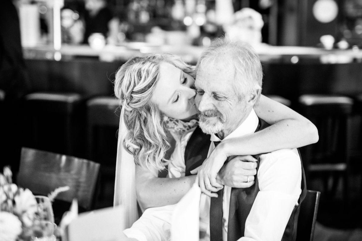 als Hochzeitsfotografen Bochum mischen wir uns unter die Gäste und halten emotionale Momente bildlich fest