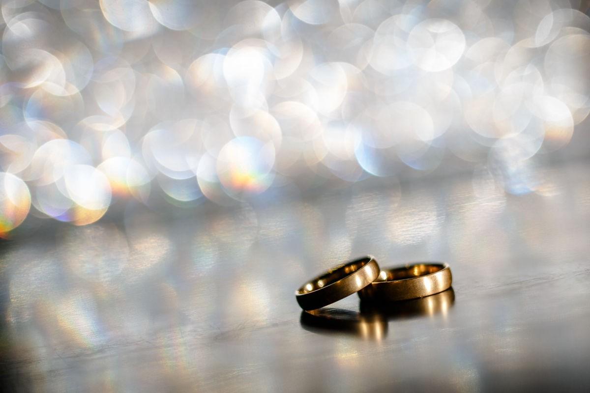 Auch ein Bild der Eheringe gehört zu einer authentischen Hochzeitsreportage dazu