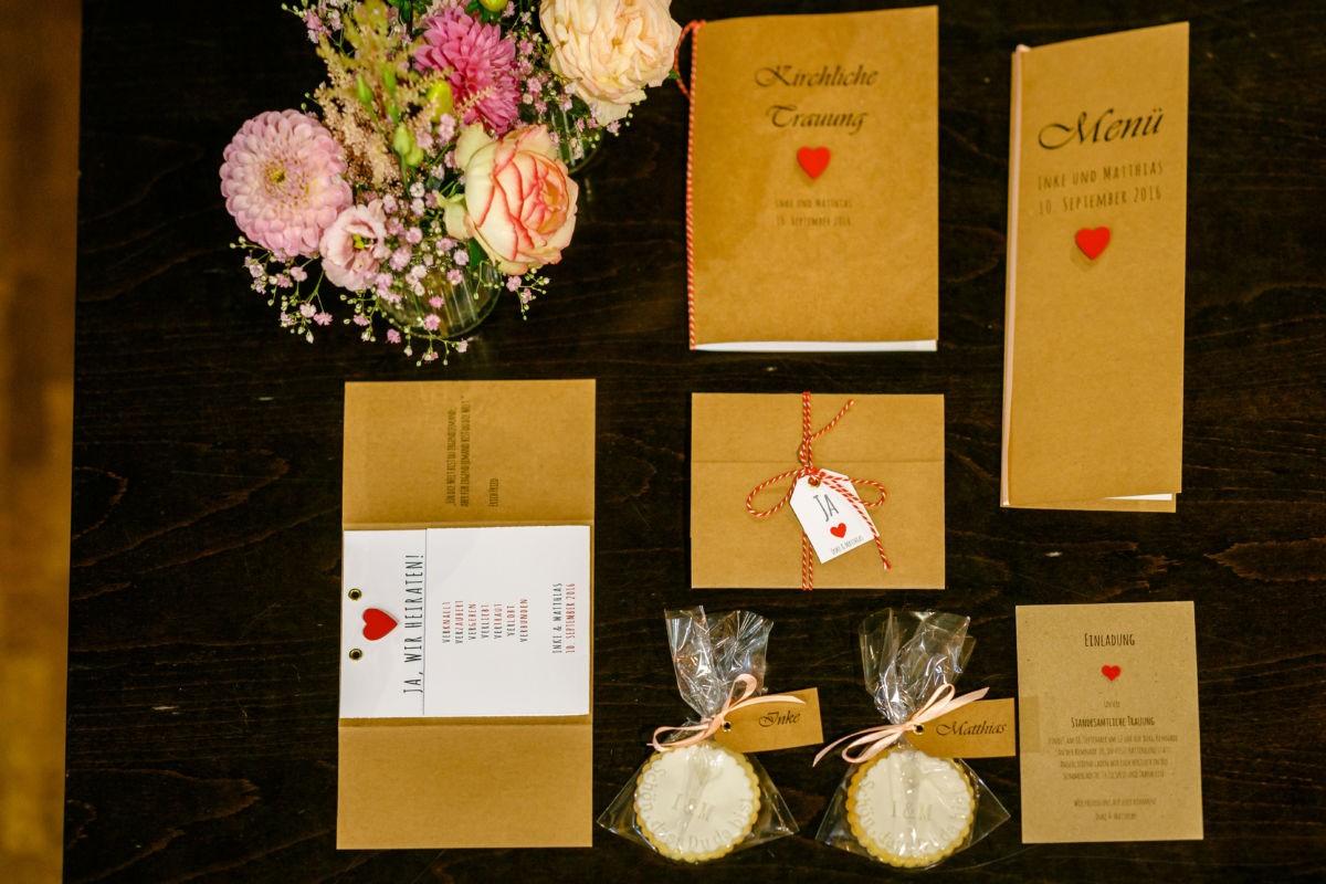 Die Papeterie der Hochzeit wird von uns Hochzeitsfotografen bildlich festgehalten