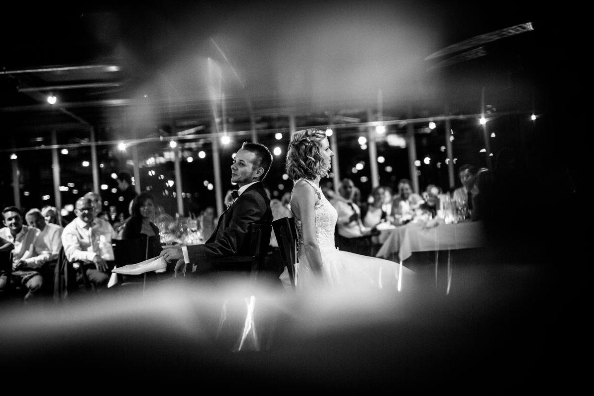 Auch die kreativen Spielideen der Freunde werden bei einer Hochzeitsreportage vom Hochzeitsfotografen Bochum festgehalten