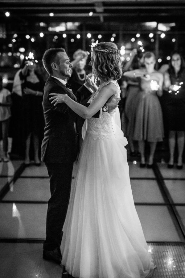 Der Hochzeitstanz wird vom professionellen Hochzeitsfotografen NRW während der Hochzeitsreportage fotografiert