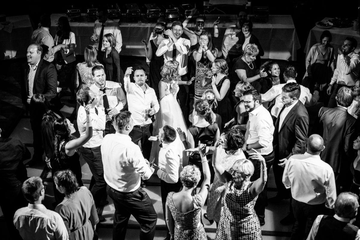 Bei einer Hochzeitsreportage begleiten wir Hochzeitsfotografen NRW den ganzen Tag des Brautpaares