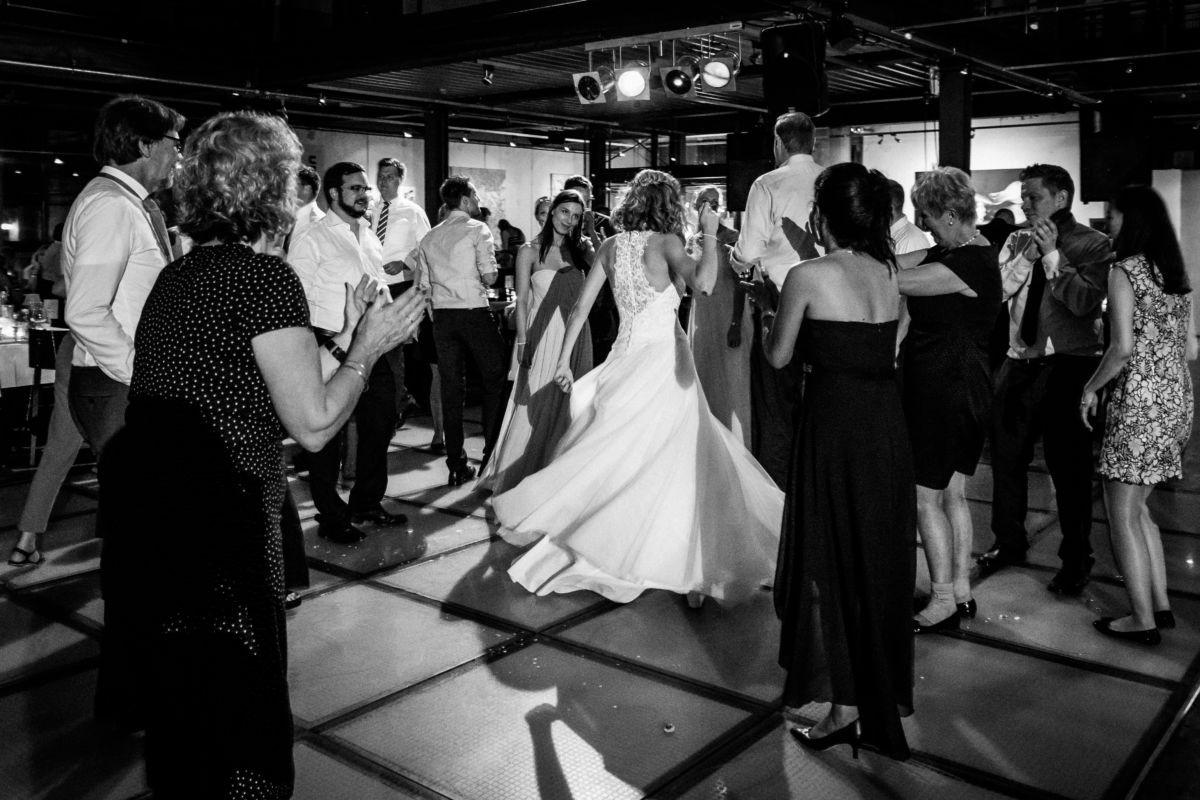 Auch die Party auf einer Hochzeit gehört zum großen Tag dazu und wird von uns Hochzeitsfotograf Hattingen festgehalten
