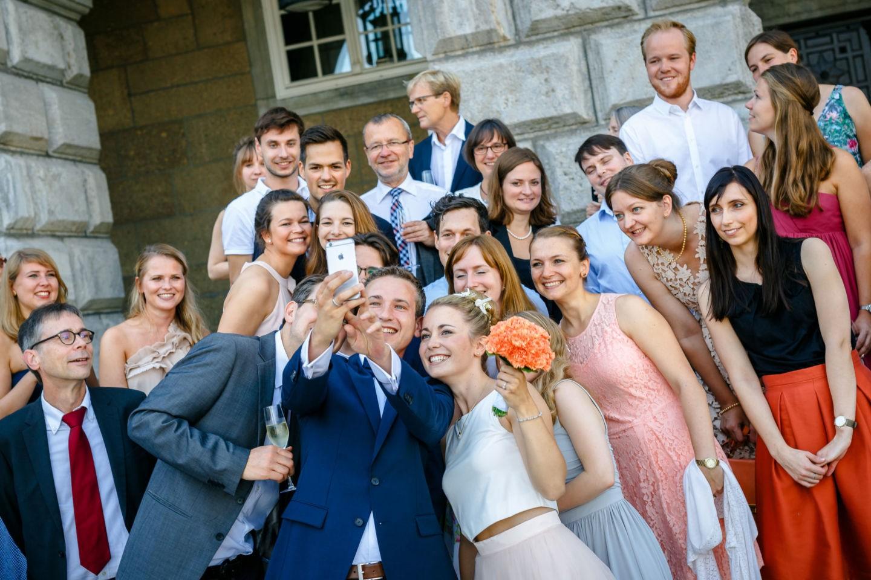 auch witzige Gruppenfotos gehören in unser Hochzeitsfoto Repertoire