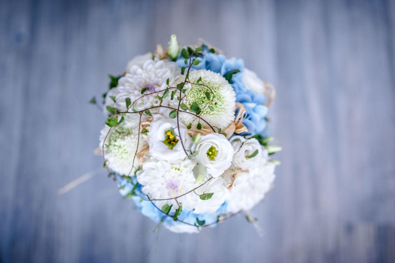 Der Hochzeitsfotograf Essen fotografiert beim Getting Ready auch den Brautstrauß