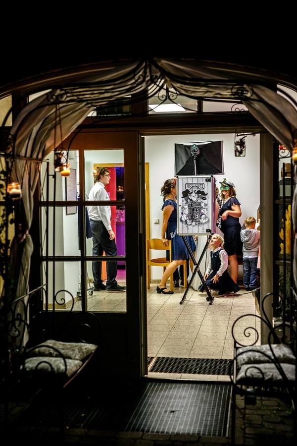 Gäste haben Spaß an einer Fotobox von ROCKSTEIN fotografie