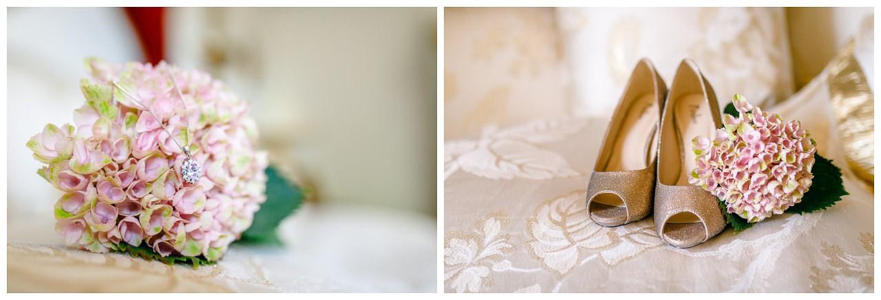 Gettingready Braut, Detailaufnahme Brautschuhe und Brautschmuck.