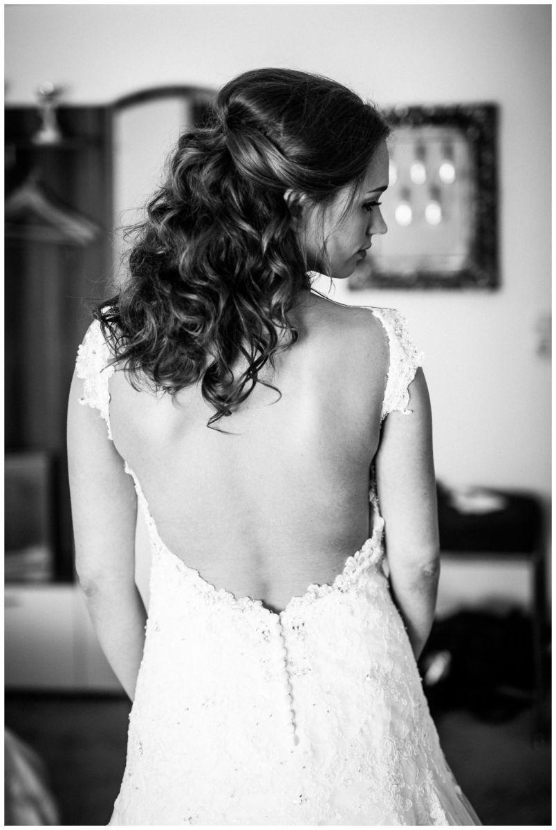Tiefer Rückenausschnitt Brautkleid.