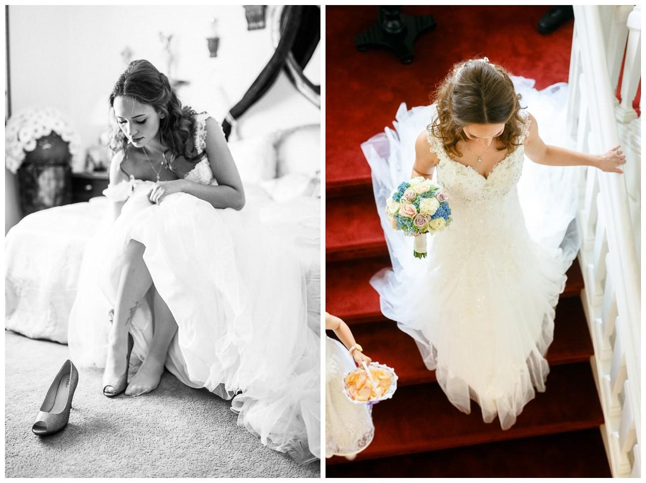 Die Braut zieht ihre Brautschuhe an.