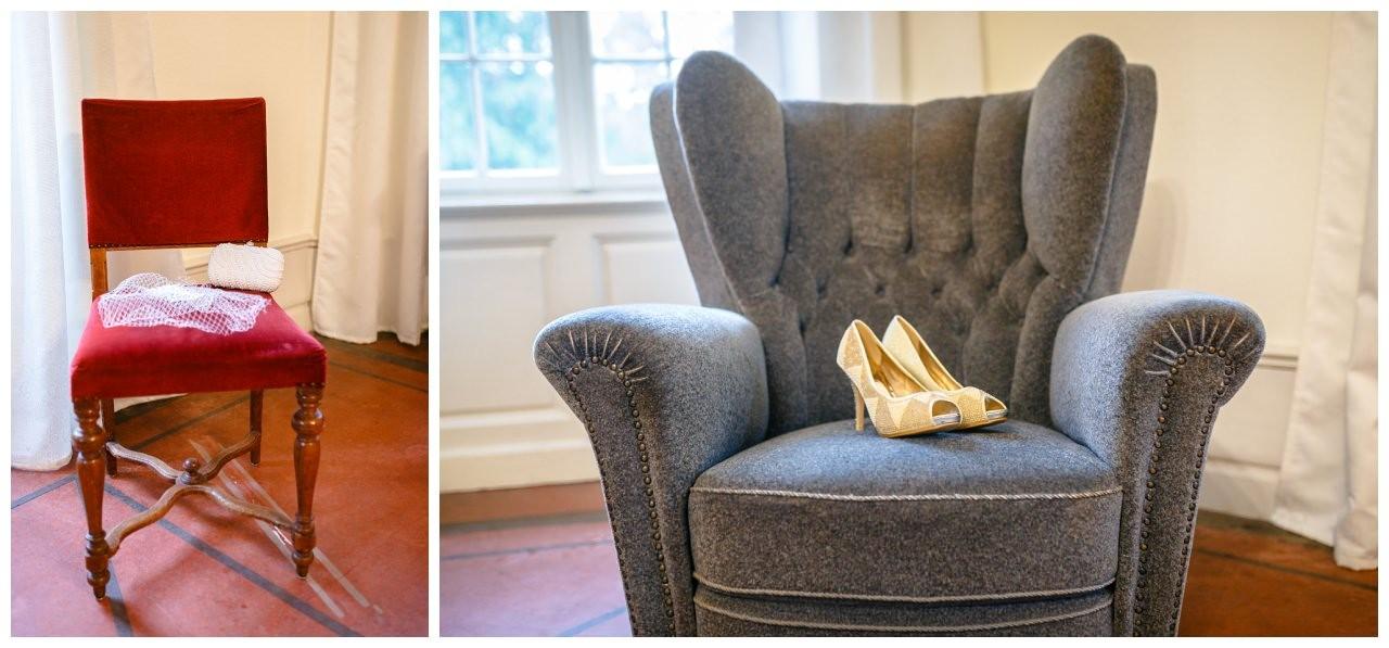 Getting Ready Schloss Hackhusen, die Brautschuhe stehen auf einem Sessel.