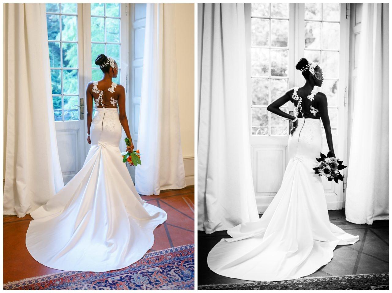 Die Braut steht in ihrem Mermaid-Brautkleid am Fenster.
