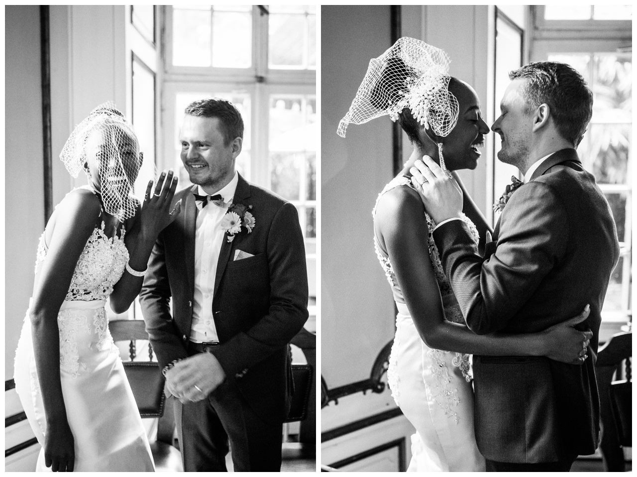 Hochzeitzskuss Braut und Bräutigam vor dem Altar.