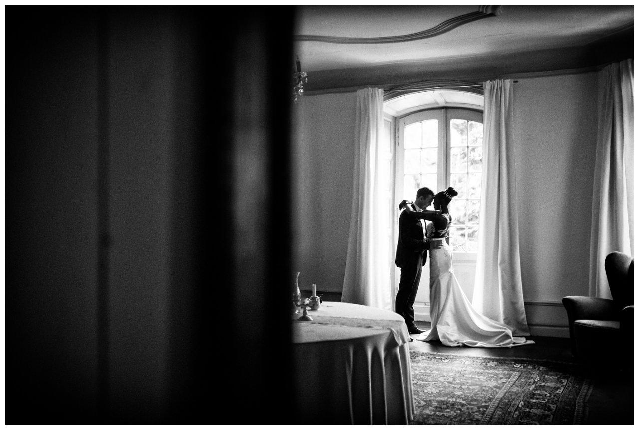 Brautpaarfotos auf Schloss Hackhausen in Solingen.