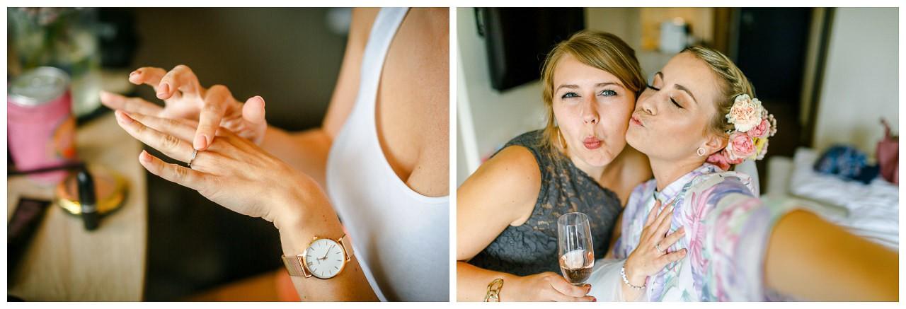 Nahaufnahme Braut mit Verlobungsring.