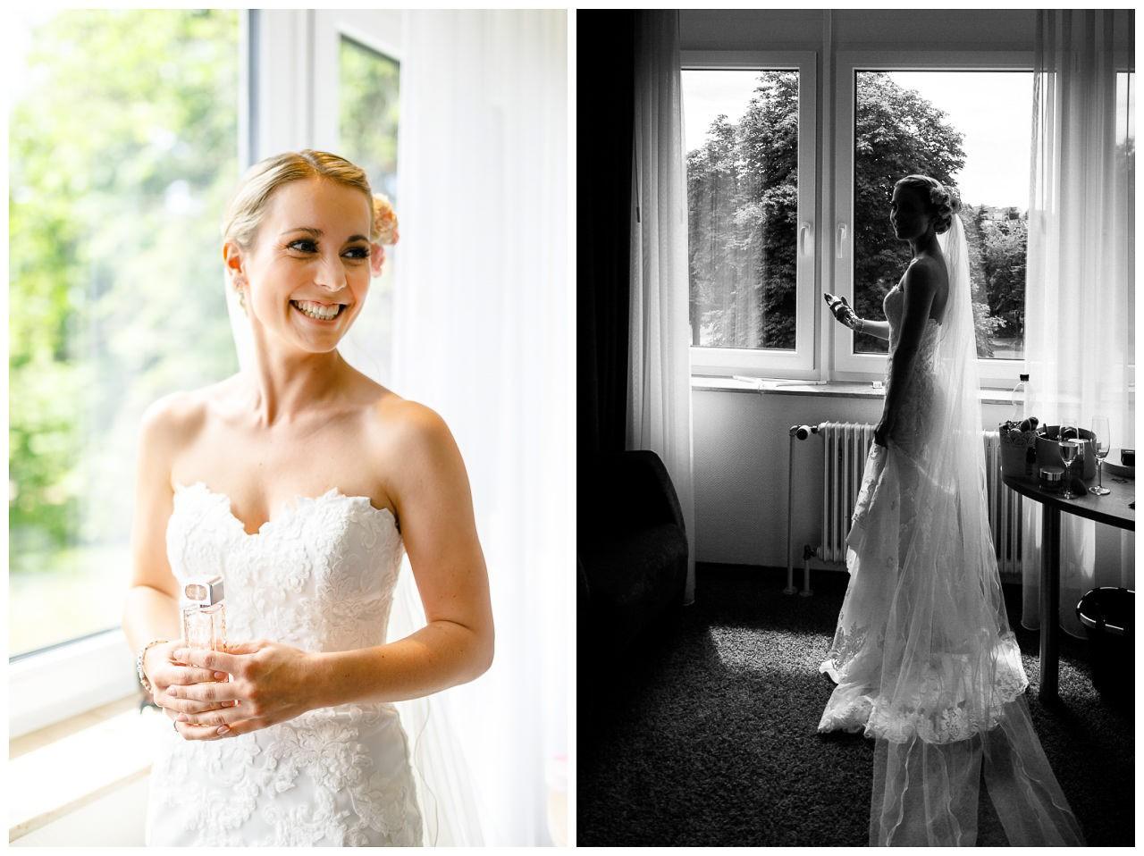 Getting Ready Braut, die Braut besprüht sich mit Parfum.