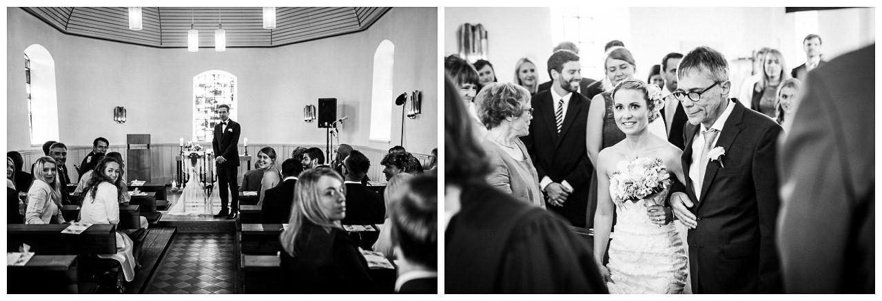 Die Braut wird vom Brautvater ind ie Kirche geführt.