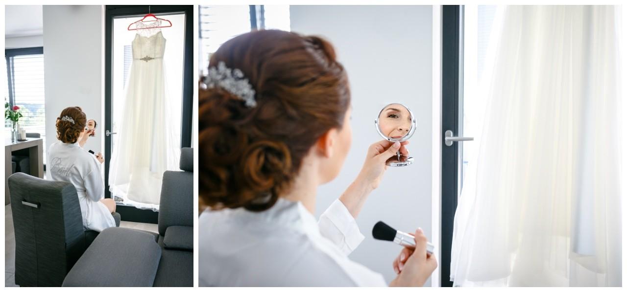 Getting Ready die Braut schminkt sich im Spiegel Hochzeit Solingen