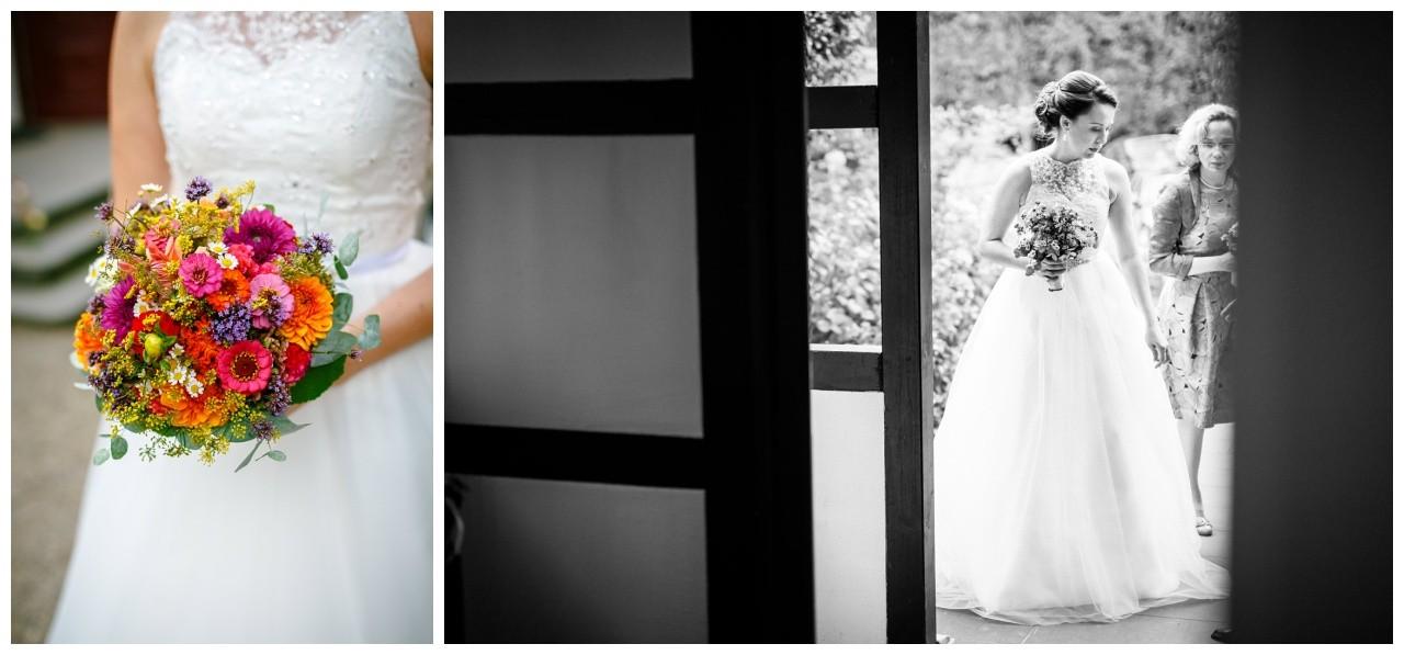 Brautstrauß aus bunten Wiesenblumen an der Hochzeitslocation in Solingen