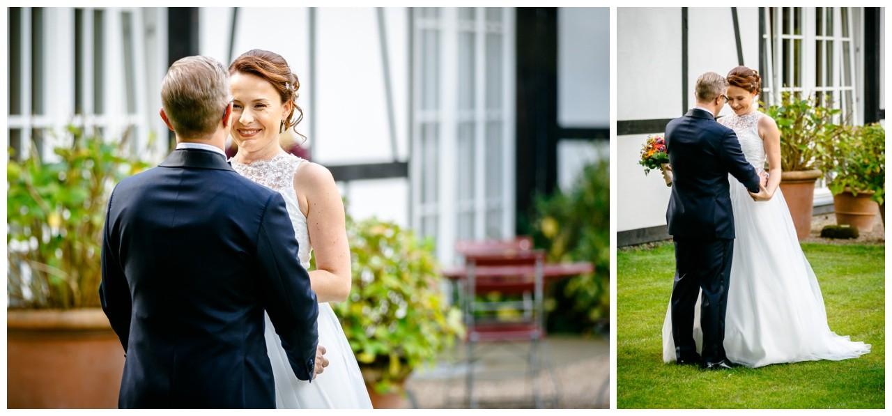 First Look die Braut und der Bräutigam sehen sich zur Hochzeit in Solingen das erste Mal