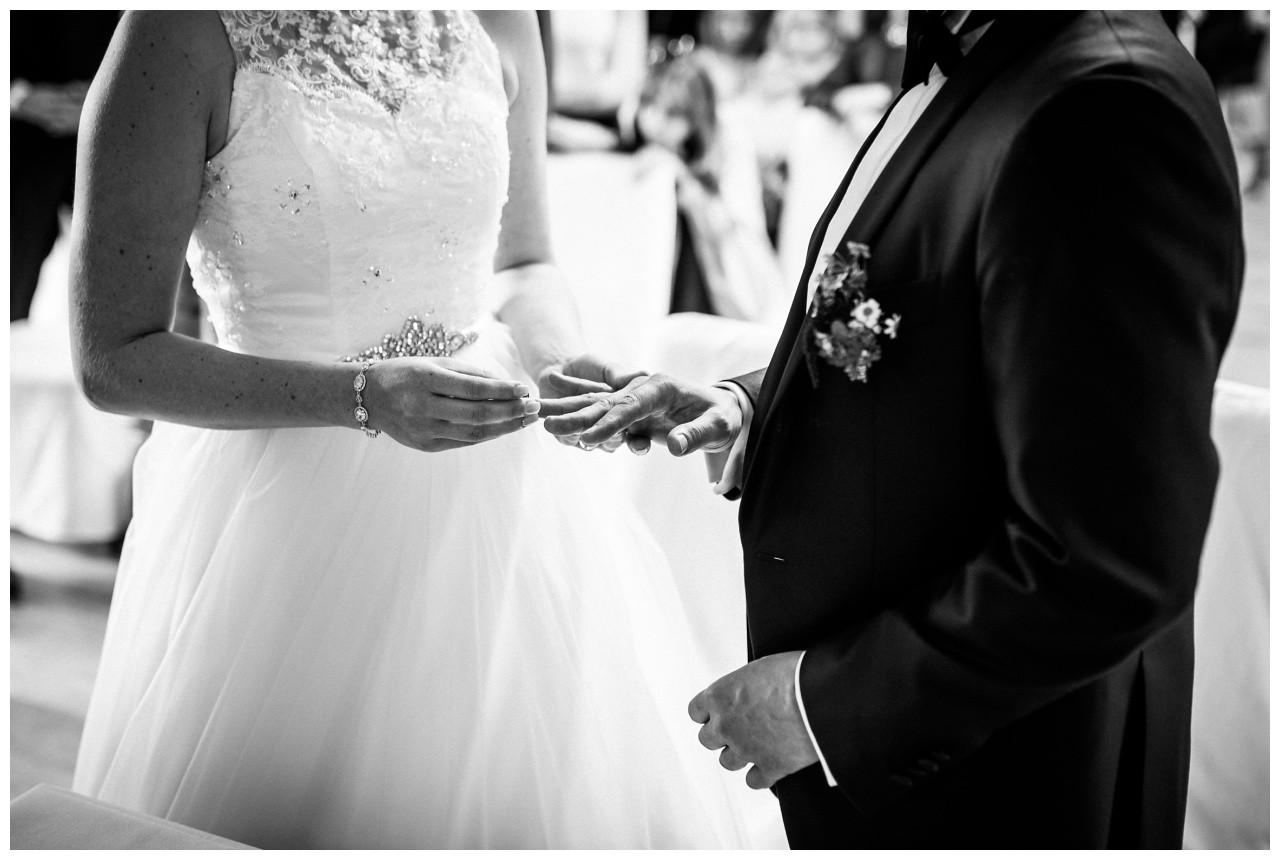 Ringtausch bei der Hochzeit in Solingen