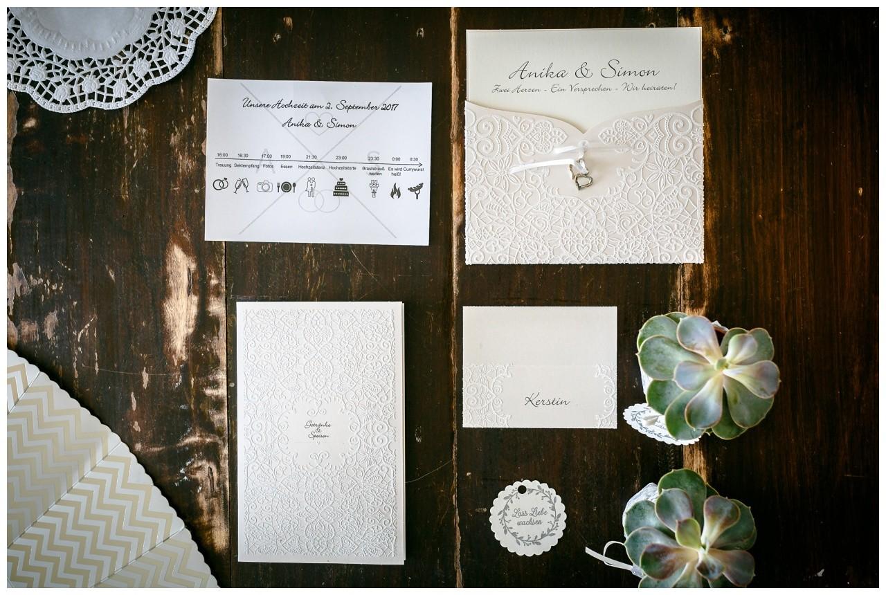 Einladungskarten hochzeit spitze silber