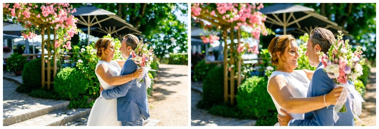 Braut und Bräutigam beim First Look vor vder Hochzeit am Chiemsee