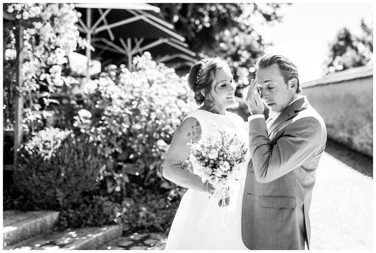 Der Bräutigam weint bei der Hochzeit am Chiemsee