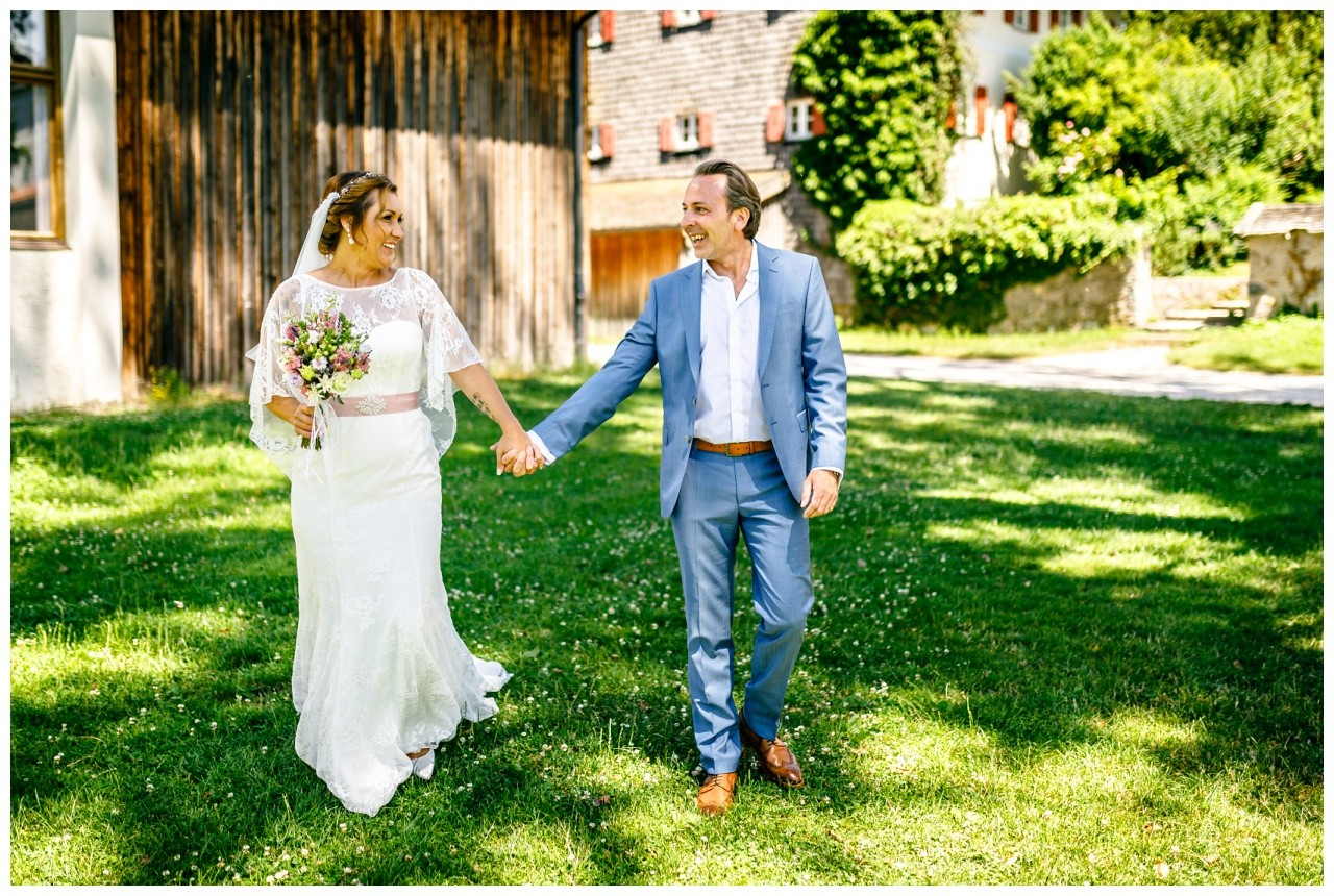 Der Fotograf Chiemsee macht schöne Paarfotos des Brautpaares