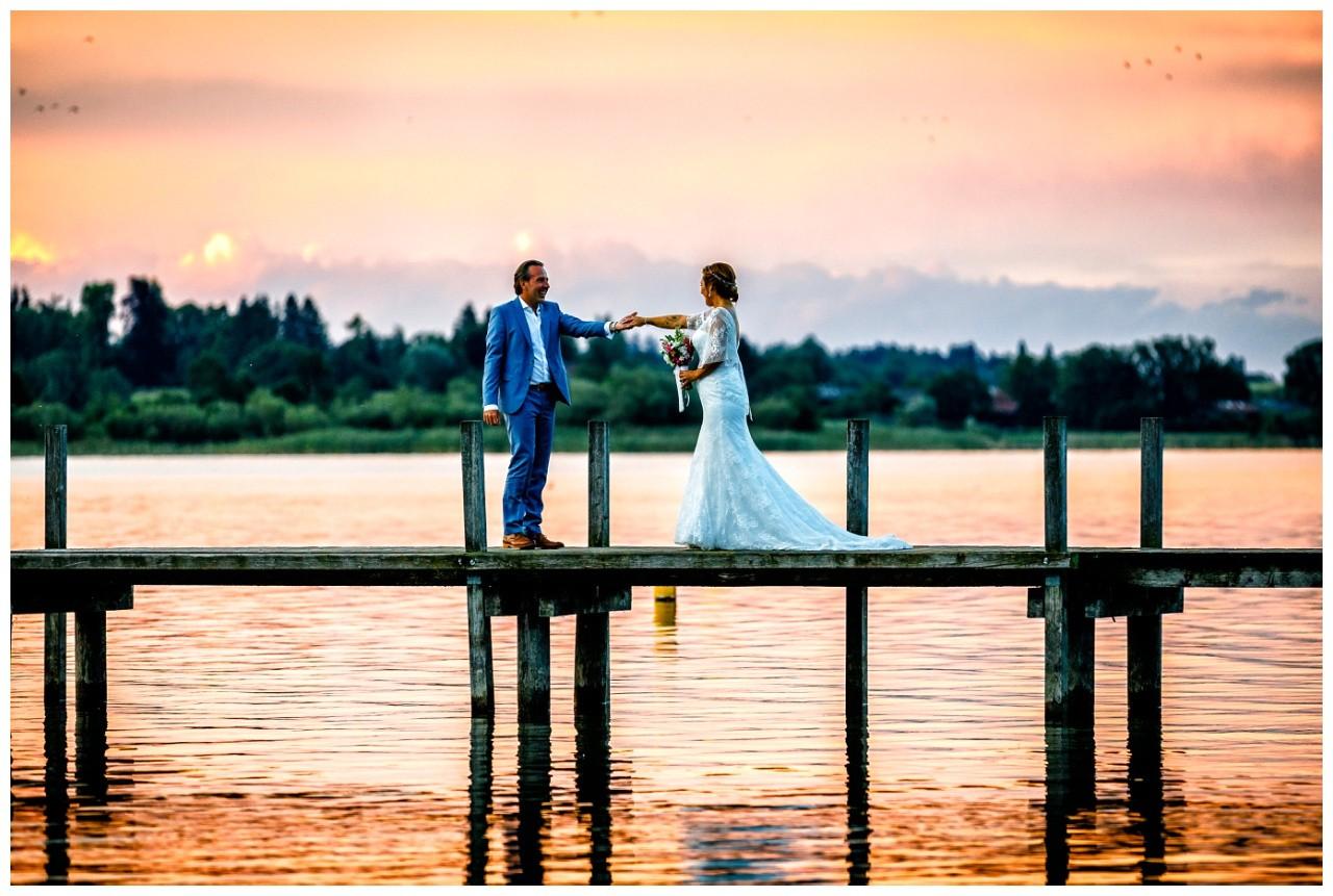 Hochzeitsbilder bei Sonnenuntergang am Chiemsee