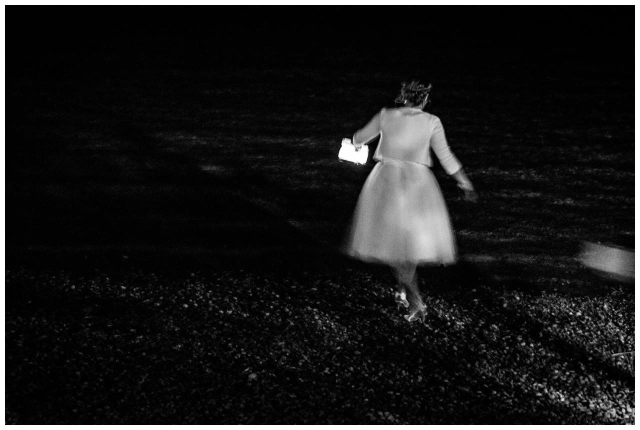 Mitten in der Nacht werden Lichter auf den Chiemsee gesetzt