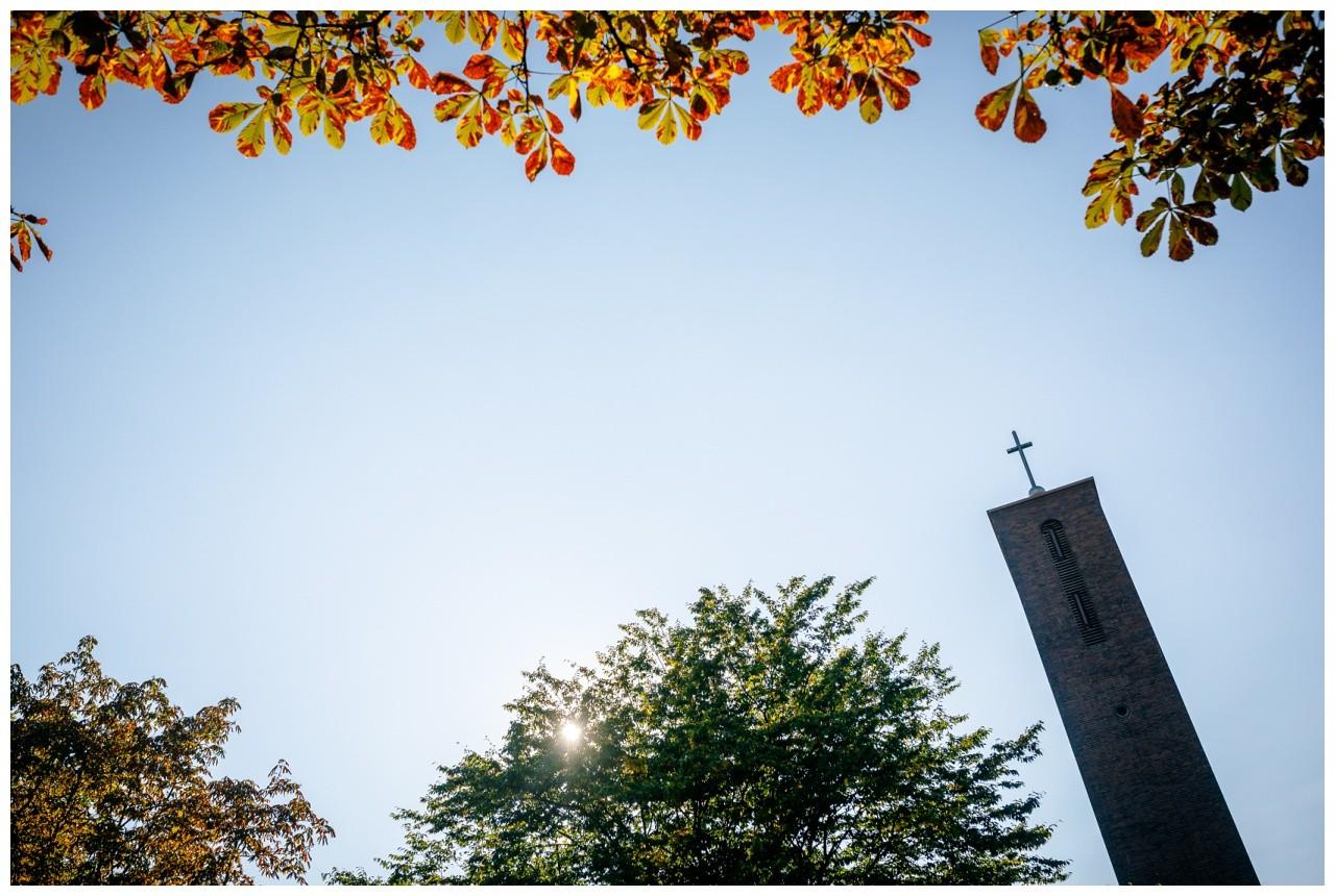 Kirchliche Trauung Gelsenkirchen, Kirchturm bei der Hochzeit in Gelsenkirchen