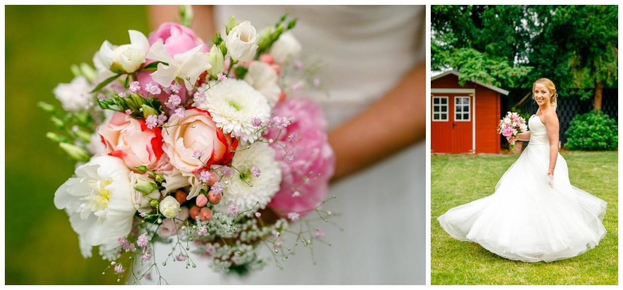Die Braut in ihrem Brautkleid mit Brautstrauß fotografiert vom Hochzeitsfotograf Mönchengladbach