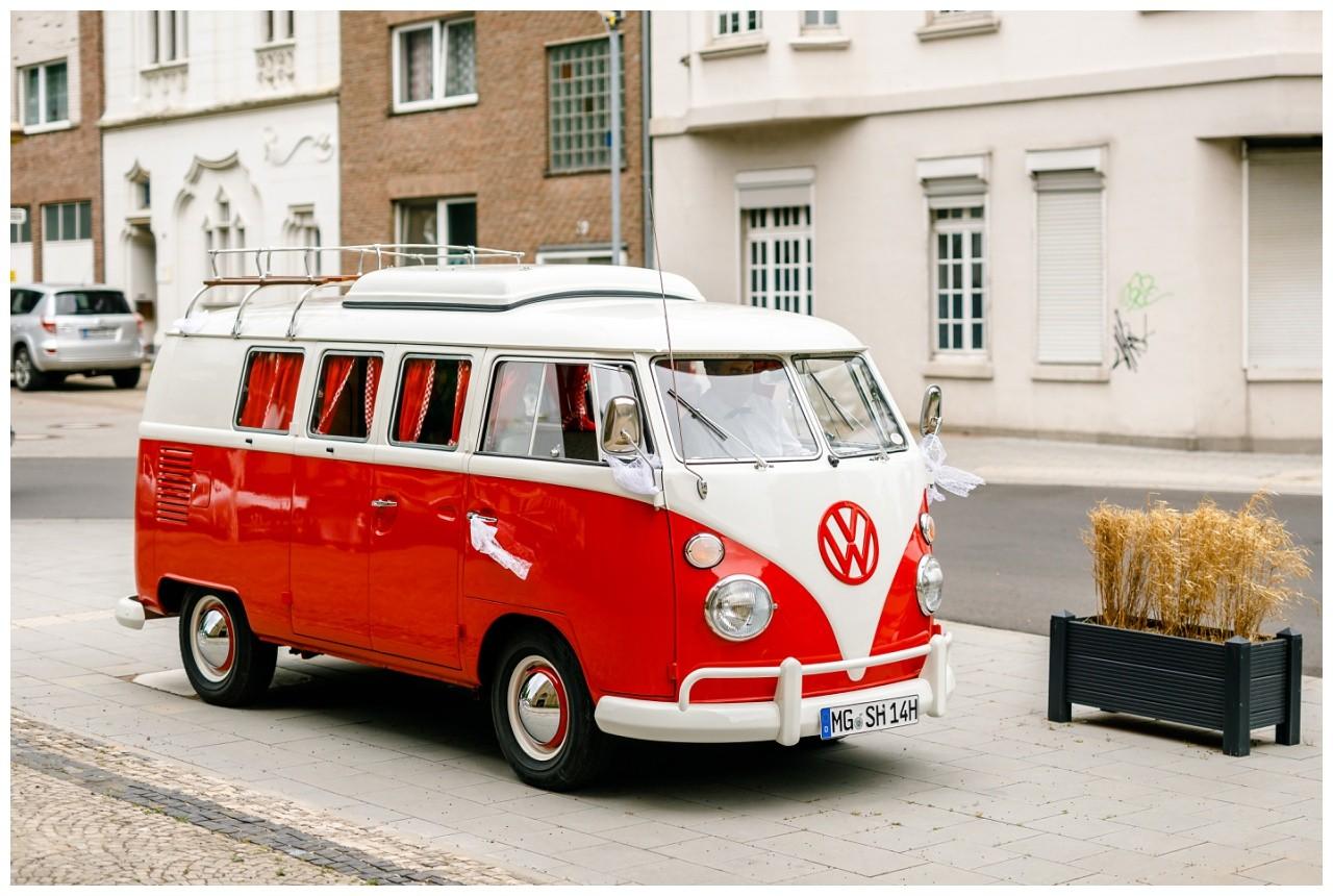 VW Bulli als Brautauto in Mönchengladbach