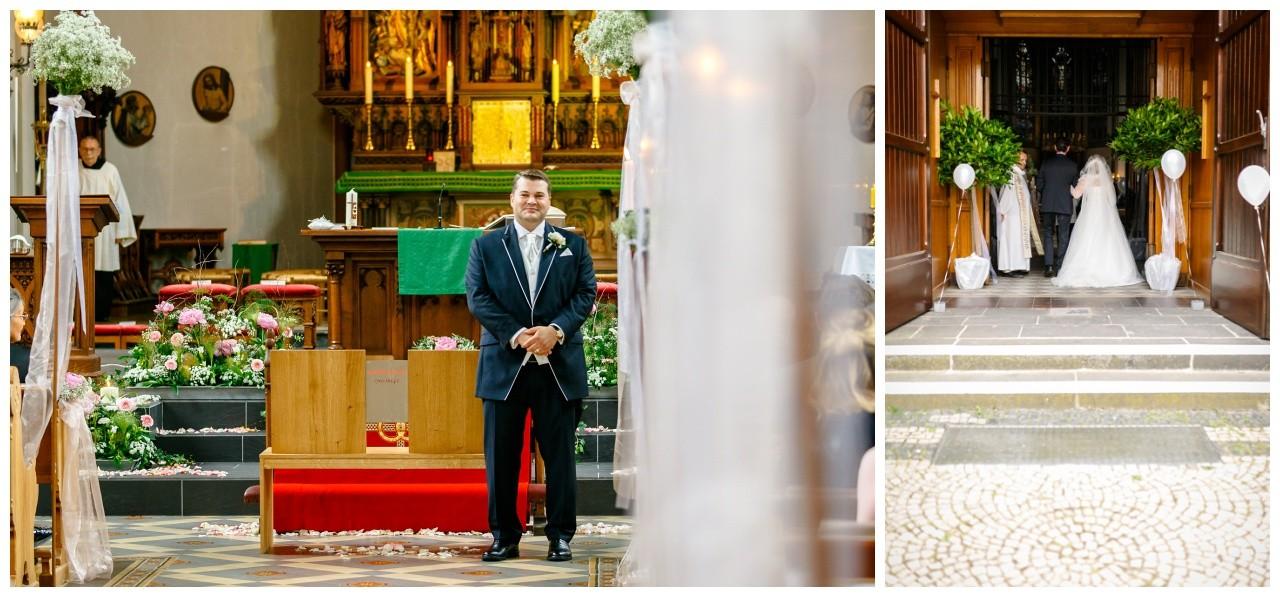 Der Bräutigam wartet auf seine Braut in der Kirche bei der Hochzeit in Mönchengladbach