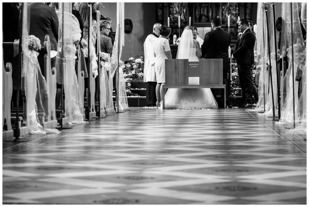 Hochzeit in der Kirche in Mönchengladbach fotografiert vom Hochzeitsfotografen Mönchengladbach