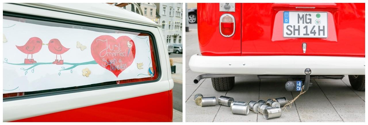 Schmuck für das Brautauto den alten VW Bulli in rot