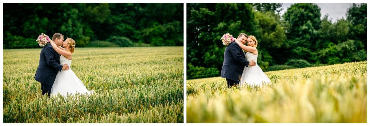 Hochzeitsfotos im Feld in Krefeld