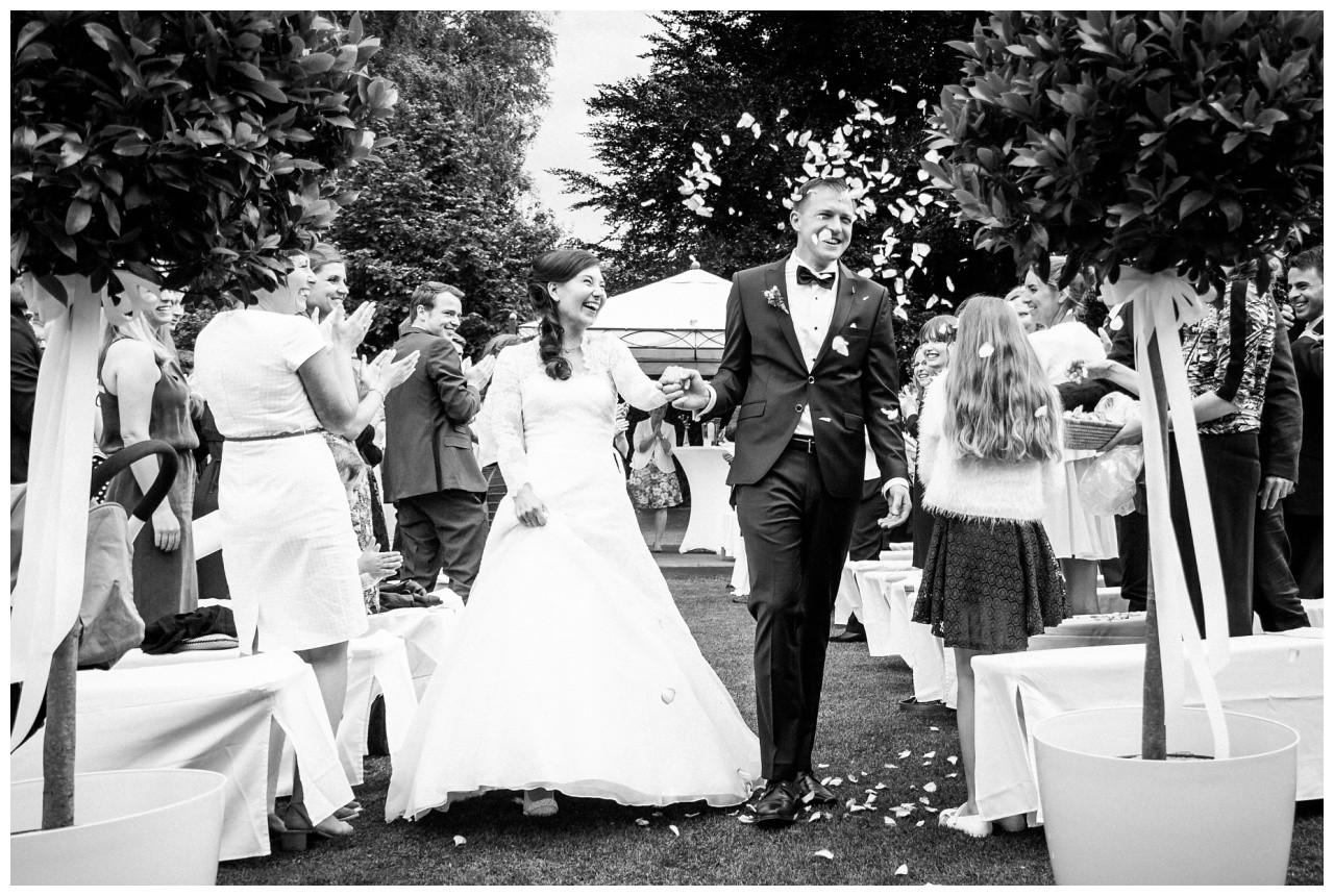 Das Brautpaar nach der freien Trauung in Dortmund